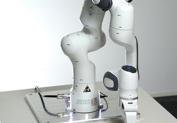 Robot Panda of the manufacturer FRANKA EMIKA is now in the research laboratory of the institute ROBOTICS